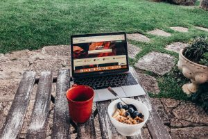 Tips For Creating a Functional Workspace Outdoors